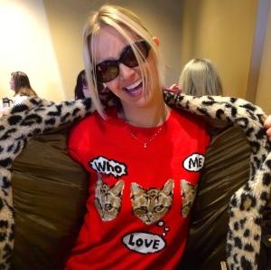 Who love me? Meow.