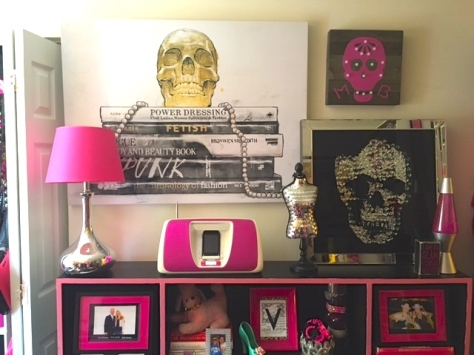 I hate skulls, the color pink and sparkles, obviously.